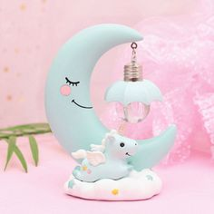 This super sweet Night Light will add a warm glow to any little unicorn fan room. This unicorn night light lamp is made from resin and metal, so very durable. It gives off a soft light, perfect for a little one's bedroom or nursery. Inspire Me Home Decor, Dream Night, Night Night, Romantic Bedroom Decor, Umbrella Lights, Baby Unicorn, Cute Unicorn, Night Lamps, Led Lampe