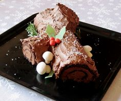 La ricetta del Tronchetto di Natale con la preparazione firmata da Luca Montersino. Scoprila su Sapori e Ricette