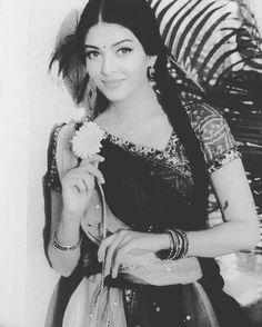 324 Likes, 3 Comments - Aishwarya Rai Bachchan (@aishwarya.rbachchan) on Instagram