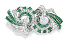 Platinum, Emerald and Diamond Double Clip-Brooch, Raymond Yard. Designed as two swirls, centering two kite-shaped diamonds, accented by round and baguette diamonds, further decorated with square and calibré-cut emeralds, signed Yard; circa 1942. Sotheby's. Ruby And Diamond Necklace, Diamond Brooch, Bijoux Art Deco, Art Nouveau Jewelry, Antique Jewelry, Vintage Jewelry, Jewelry Scale, Titanic Jewelry, Templer
