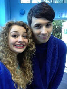 Carrie and Dan: Carrie is lookin adorable and Dans so precious I'm going to melt Markiplier, Pewdiepie, Caspar Lee, Joe Sugg, British Youtubers, Best Youtubers, Phil 3, Dan And Phil, Carrie Hope Fletcher