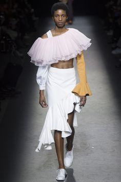 Jacquemus Fall 2016 Ready-to-Wear Collection Photos - Vogue Fall Fashion Week, Fashion Show, Autumn Fashion, Fashion Trends, Jacquemus, Vogue, Fall Skirts, Summer Girls, Catwalk