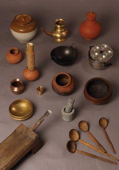 Utensils found in most South Indian kitchens. Old Kitchen, Kitchen Sets, Vintage Kitchen, Traditional Kitchen, Traditional House, Traditional Decor, Kitchen Interior, Kitchen Decor, Village House Design