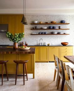 New Kitchen Colors Yellow Cupboards 67 Ideas Yellow Kitchen Cabinets, Kitchen Cabinet Colors, Kitchen Colors, Kitchen Yellow, Shaker Cabinets, Yellow Kitchens, Floors Kitchen, Kitchen Curtains, Yellow Kitchen Interior