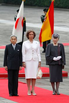 Emperor Akihito & Empress Michiko of Japan and Queen Sofia of Spain, 2008 Prince And Princess, Princess Of Wales, British Crown Jewels, Queen Sophia, Adele, Spanish Royalty, Queen Maxima, Kaiser, Royal Fashion