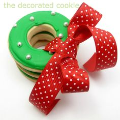 simple Christmas wreath cookies | The Decorated Cookie