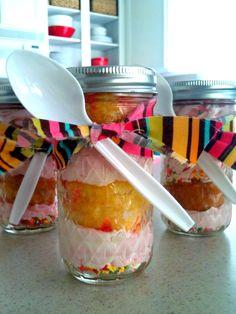 Funfetti Mason Jar Cupcakes - creative and easy cupcakes in a jar ideas and recipes