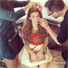 Holland Roden (Lydia Martin) on the set of Teen Wolf. I love her hair!