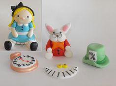 Alice nel paese delle meraviglie con coniglio, Cheshire sorriso, Mad Hatter Hat, e Clock Cake Toppers