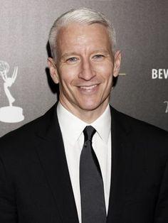 Todo mundo já sabia... mas: Anderson Cooper assume publicamente que é gay!