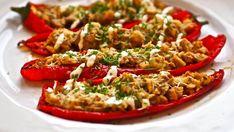 Siken täytetyissä paprikoissa on makeutta ja potkua Bruschetta, Vegetable Pizza, Pasta Salad, Tapas, Easy Meals, Food And Drink, Keto, Baking, Ethnic Recipes