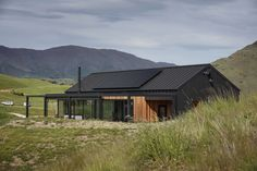 Threepwood Residence designed by Team Green Architects Passive House Design, Gable House, House Cladding, Timber Cladding, Modern Barn House, Rural House, Modern Farmhouse Exterior, Shed Homes, Building A House