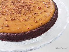 Suklaa-Kinuski Mutakakku on taivaallista herkkua! Kinuski ja suklaa sopivat täydellisesti yhteen. Kokeile helppoa reseptiä!