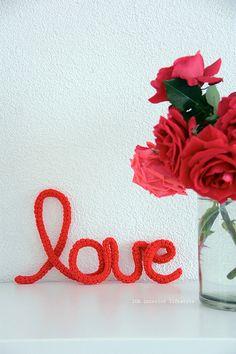 LOVE mots au crochets crochet word  original by idalifestyle
