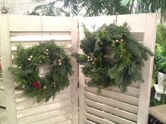 恒例のクリスマスリース作り 右→私の 左→友人の  christmas wreath