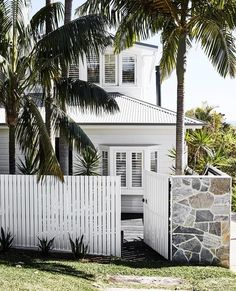 An updated beach retreat fit for family living A relaxed, beachy beauty runs right through this freshly extended home on Sydney's Northern Beaches. Home Design, Design Ideas, Houses Architecture, Modern Architecture, Australian Architecture, Residential Architecture, White Exterior Houses, Weatherboard House, Queenslander