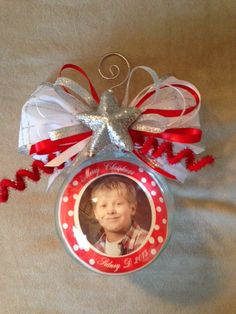 A great idea for school pictures, one every year! Personalized Photo Ornaments, School Pictures, Beautiful Gifts, Christmas Ornaments, Holiday Decor, School Pics, Christmas Jewelry, School Photos, Christmas Decorations