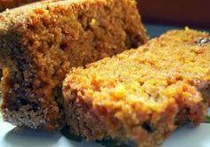 Bizcocho de zanahoria y nueces: 5 zanahorias, 30 nueces, 2 huevos, 150 harina integral, 1 sobre canario, untar molde mantequilla. 200º- 40min.