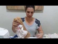 Ana Neri Morandi ensina a pintar carinha humanizada da boneca porta papel - Passo a passo. - YouTube Doll Tutorial, Craft Videos, Dolls, Crafts, Puppets, Doll Hairstyles, Doll Hair, Fabric Dolls, Easy To Do Hairstyles