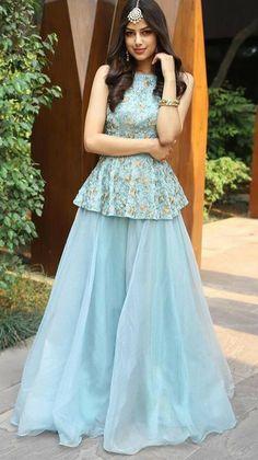 Party Wear Indian Dresses, Designer Party Wear Dresses, Indian Gowns Dresses, Dress Indian Style, Indian Fashion Dresses, Indian Wedding Outfits, Indian Designer Outfits, Girls Fashion Clothes, Gown Dress Party Wear