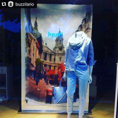 Repost... Siete alla ricerca di un regalo originale? Trovate le nostre stole presso Buzzi Lario!!! Pazzi per #londra...  Patiti per #marilynmonroe...  Seguaci di #elvis... #stole #scarves #marquisandoge #mand #buzzilario #colico #geralario #como #milano #italy #madeinitaly #picoftheday #tagsforlikes #instadaily #instagood #follow #fashion #glamour #blogger