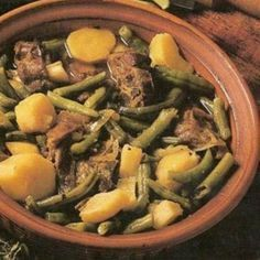 Green Bean Bredie in South African Recipes South African Dishes, South African Recipes, Ethnic Recipes, Africa Recipes, Lamb Recipes, Curry Recipes, Cooking Recipes, Green Beans And Potatoes, Lamb Stew