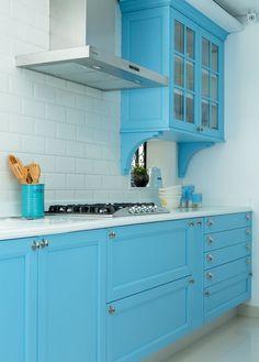 Cozinha com marcenaria sob medida ou móveis planejados?