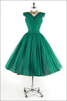 Vintage lush green - I'd love to wear this to a party!