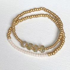 Bead Jewellery, Beaded Jewelry, Beaded Bracelets, Diy Jewelry, Gold Beads, Crystal Beads, Wire Jewelry Making, Stackable Bracelets, Layered Jewelry