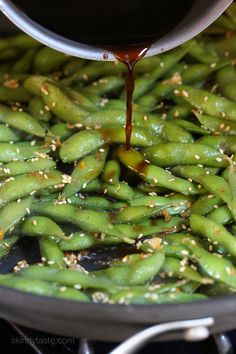Asian inspired Spicy Garlic Edamame is a flavor explosion in your mouth! An easy, totally addicting healthy snack or side dish! Spicy Recipes, Vegetable Recipes, Asian Recipes, New Recipes, Vegetarian Recipes, Cooking Recipes, Healthy Recipes, Vegetarian Kids, Chicken Recipes