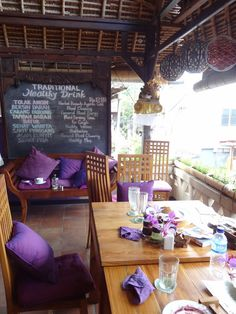 UBUD  Bali Buddha : resto bio  Jembawan 1 / Padangtegal  Ubud - Undergoing renovation in July 2013