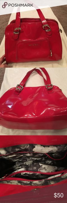 Red Patent leather Ted Baker purse 🔥1 HOUR SALE🔥 Beautiful * Authentic* Red Patent leather  Ted Baker purse. Silver hardware with one pocket outside. Inside lined with one zipper pocket, 2 pocket holders on other side. Snaps in the middle and has 2 zipper pockets as shown. Great condition Ted Baker Bags Shoulder Bags