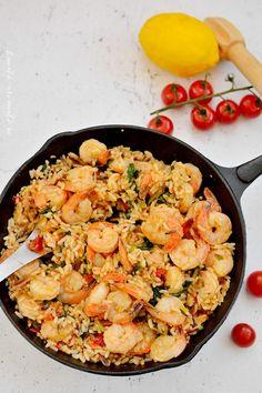 Creveţi cu orez sălbatic şi baby spanac Cooking Time, Cooking Recipes, Healthy Recipes, Romanian Food, Yummy Food, Tasty, Paella, Food Art, Seafood