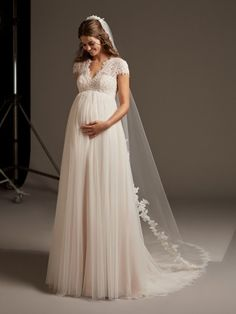 Wedding Gown For Pregnant Bride Garden - how to find the perfect wedding dress for you and your baby Wedding Dresses Pregnant Brides, Dresses For Pregnant Women, Bridal Dresses, Country Style Wedding Dresses, Wedding Dress Styles, Cheap Gowns, Wedding Dress Patterns, Perfect Wedding Dress, Maternity Dresses