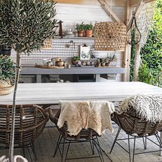 Small Swivel Chairs For Living Room Dining Furniture, Rustic Furniture, Home Furniture, Vintage Furniture, Modern Furniture, Furniture Makeover, Furniture Ideas, Restaurant Chairs For Sale, Outdoor Restaurant