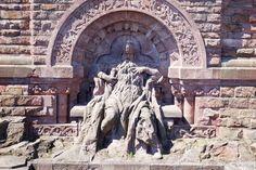 Das Kyffhäuserdenkmal Das Kyffhäuserdenkmal ist ein Kaiser-Wilhelm-Denkmal, aber auch unter den Namen Barbarossa-Denkmal bekannt