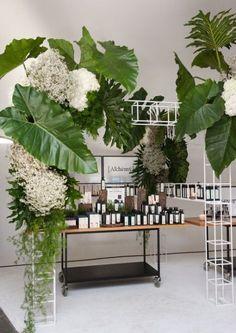36+ Ideas Wedding Design Table Events Flower Decorations, Wedding Decorations, Table Decorations, Deco Floral, Floral Design, Tropical Wedding Decor, Flower Installation, Event Decor, Event Design
