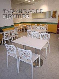 #塑料椅與餐桌-冰館
