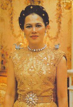 พระบรมฉายาลักษณ์หาดูยาก พระราชินีฯ ขณะทรงพระครรภ์