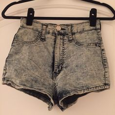 High waisted stretch denim shorts Acid wash high waisted denim shorts. Great condition. 68% cotton 30% polyester 2% spandex. Size medium Shorts Jean Shorts