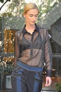 A estilistaGiovanna Parizziapresentou a sua nova coleçãoem um pocket desfile aqui no Marcos Proença Cabeleireiros. Veja detalhes das peçasque têm refer