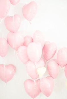 Pretty in Pink heart balloons. Get these and more at Dollar Party! Saint Valentine, Be My Valentine, Valentine Ideas, Printable Valentine, Homemade Valentines, Valentine Wreath, Valentine Crafts, Rose Pastel, Pretty Pastel