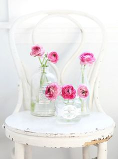 Wedding Centerpieces Mason Jars, Table Centerpieces, Wedding Decorations, Mason Jar Flowers, Flower Vases, Jam Jar Wedding, Wedding Bride, Engagement Party Planning, Doilies Crafts