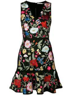 Outfits Alice + Olivia Alice+Olivia floral-embroidered dress What Wedding DJs Wish You Knew About Ch Alice Olivia, Simple Dresses, Casual Dresses, Floral Dresses, Mode Kimono, Dress Outfits, Fashion Dresses, Internship Fashion, Retro Fashion