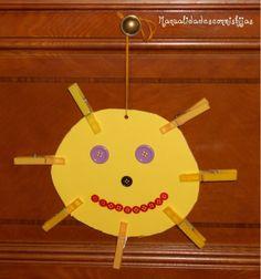 Manualidades con mis hijas - Sol con pinzas y botones. Kids crafts, buttons, Cardboard, clothespins