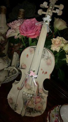 Shabby chic violin
