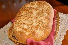 Δεν υπάρχει Μάρτης, χωρίς Σαρακοστή και Καθαρά Δευτέρα, χωρίς λαγάνες!  Η παραδοσιακή λαγάνα, γίνεται όπως το ψωμί και είναι πανεύκολη.  Μην τη φοβηθείτε, φτιάξτε τη και θα εκπλαγείτε!    Λαγάνα παραδοσιακή απο τα φαγητα της γιαγια!  Υλικά• 900 γραμ. αλεύρι