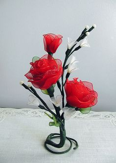 Handmade Small Red Roses Arrangement por LiYunFlora en Etsy