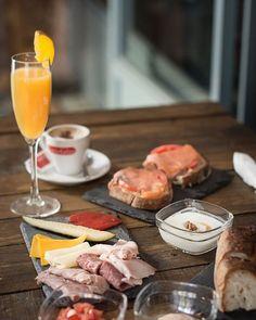 Quien bien empieza bien acaba ;) feliz sábado #compartir #desayunosfelices #planesdefinde #toasttavern #madrid #moncloa #guzmanelbueno #travel #food #foodporn #pastramismañaneros #planesdejulio #truecooks #truelife #vivirelmomento #vivirencomunidad #cocinafuturodigital #fotoniallwalsh