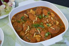 Cabbage Kofta Curry - a classic vegetarian alternative to meatballs Indian Food Recipes, Vegetarian Recipes, Ethnic Recipes, Vegetarian Meatballs, Gluten Free Kitchen, Red Chili Powder, Indian Curry, Garam Masala, Curries